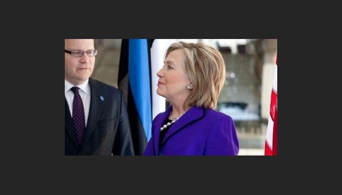 Клинтон: соседи России не сфера ее влияния