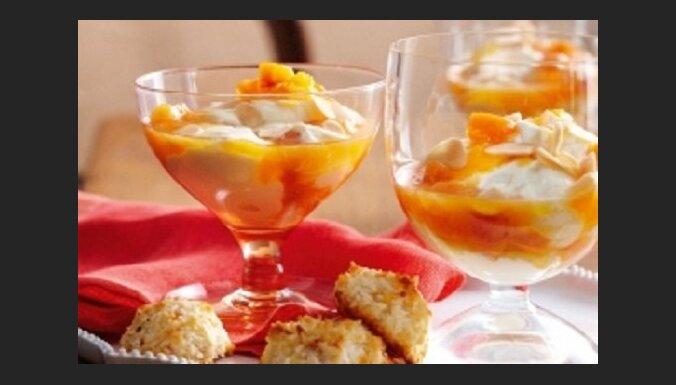 Rikotas un jogurta deserts ar aprikožu mērci