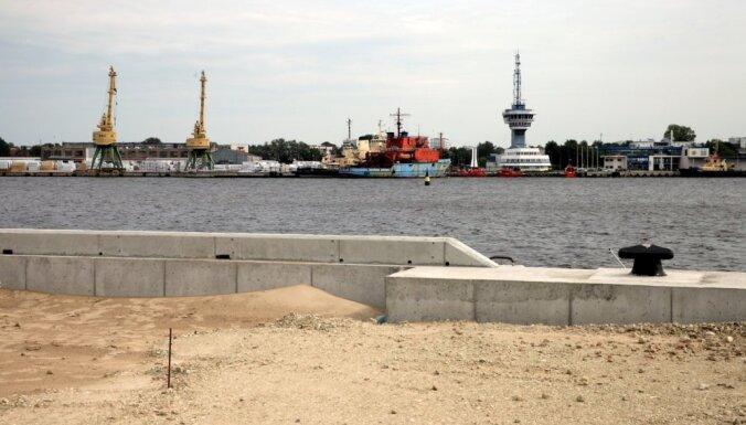 Ar 'Rīgas centrālo terminālu' notiek sarunas par Krievu salas līguma nosacījumiem, apgalvo Rīgas osta