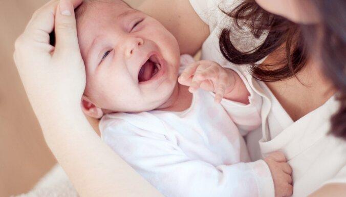 Pazīmes, kas norāda – mazulis ir pārguris un nepieciešams miegs
