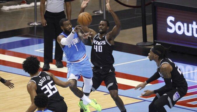 Vols debitē 'Rockets' komandā un kopā ar Hārdenu palīdz uzveikt 'Kings'