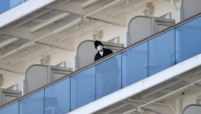 Koronavīruss: uz kruīza kuģa Japānā fiksēti jau 135 saslimšanas gadījumi