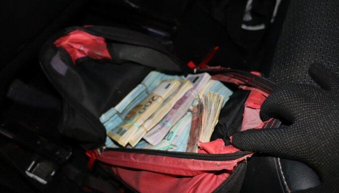 ФОТО. На латвийско-литовской границе у латвийца изъяли 706 140 евро наличными