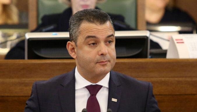 Экс-депутат Сейма Абу Мери сделал прививку от Covid-19