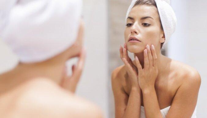 Septiņi zelta vērti ieteikumi, kas var palīdzēt aizkavēt ādas novecošanos