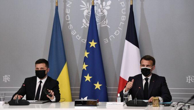 Макрон и Меркель призвали РФ отвести войска от границы с Украиной
