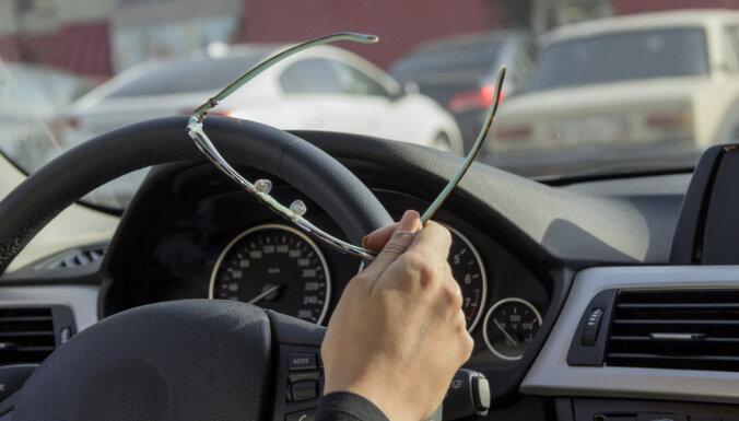 20% autovadītāju nelieto brilles atbilstoši speciālistu norādījumiem