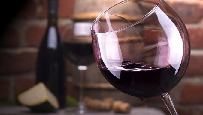 Cik kaloriju ir glāzē vīna un kā to pareizi baudīt, lai liekie kilogrami ruktu