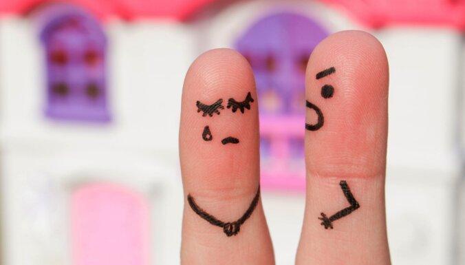 В этом году жители Латвии получат бесплатную помощь посредника в семейных ссорах