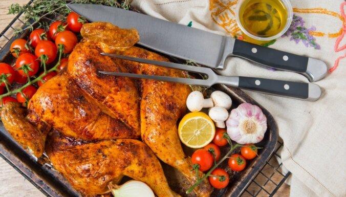 Kā apstrādāt veselu vistu, lai tā būtu saplacināta