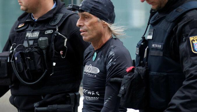 """В Германии за восхождение на здание задержали французского """"человека-паука"""""""