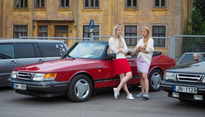 ФОТО: На Агенскалнском рынке прошел парад шведских классических авто