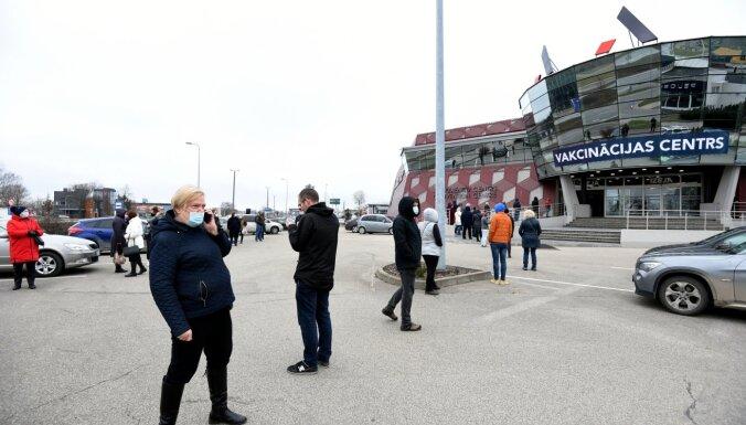 Vakcinācija pret Covid-19: sestdien divos centros Rīgā notiks 'brīvās rindas' pilotprojekts
