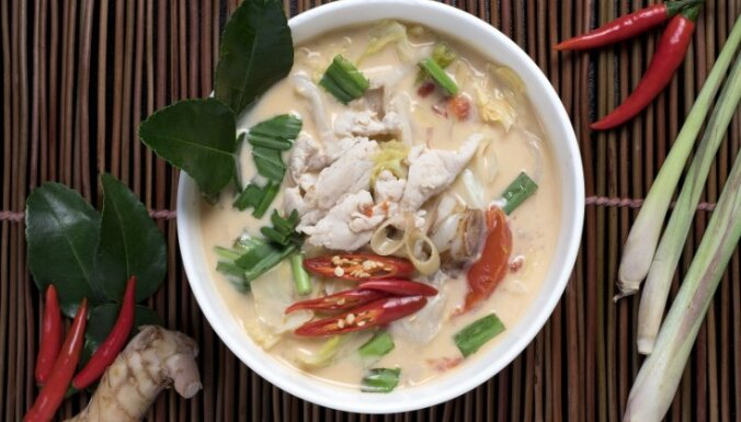Традиционный тайский суп том кха
