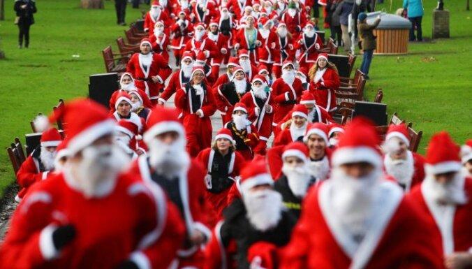 ФОТОГАЛЕРЕЯ: Санта-Клаусы готовятся к Рождеству