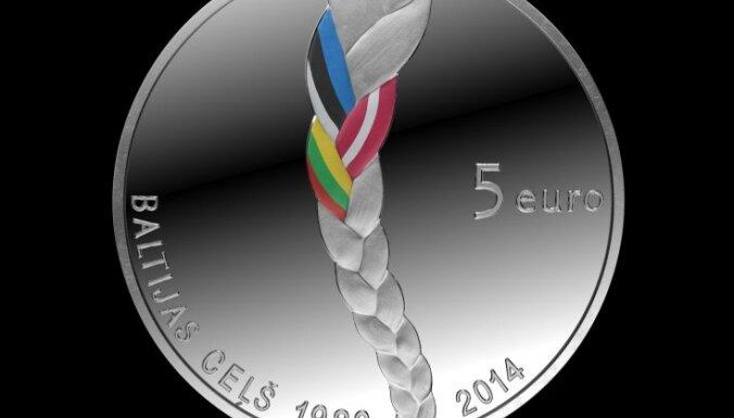 Latvijas Banka laiž apgrozībā 'Baltijas ceļa' 25. gadskārtai veltītu kolekcijas monētu