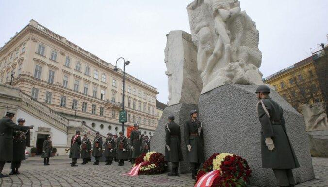 75 gadus pēc Anšlusa austrieši joprojām debatē par savu lomu Otrajā pasaules karā