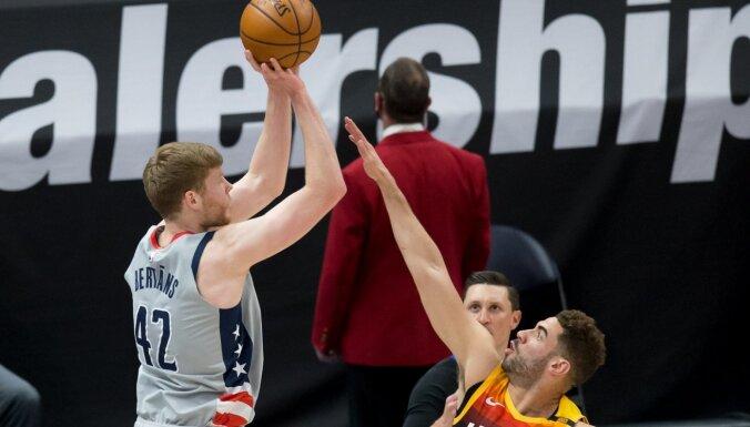 Bertāns palīdz 'Wizards' pieveikt NBA līdervienību; Porziņģis nespēlē