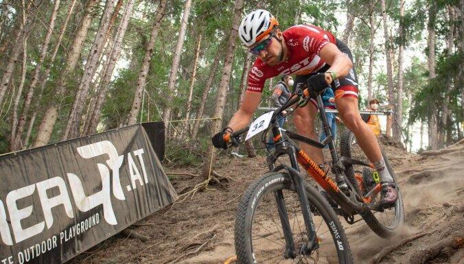 Kalnu riteņbraucējs Blūms izcīna 32. vietu PK posmā olimpiskajā krosā