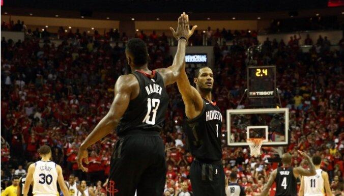 'Rockets' vēlreiz dramatiski uzvar 'Warriors' un nokļūst uzvaras attālumā no NBA fināla