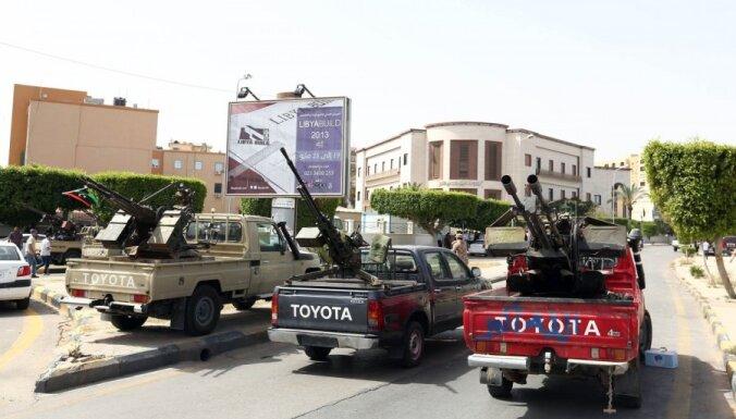 Kaujinieki ielenkuši Lībijas Ārlietu ministriju