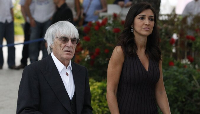 Trīs meitu tēvs miljardieris Eklstouns 89 gadu vecumā sagaidījis pasaulē dēlu