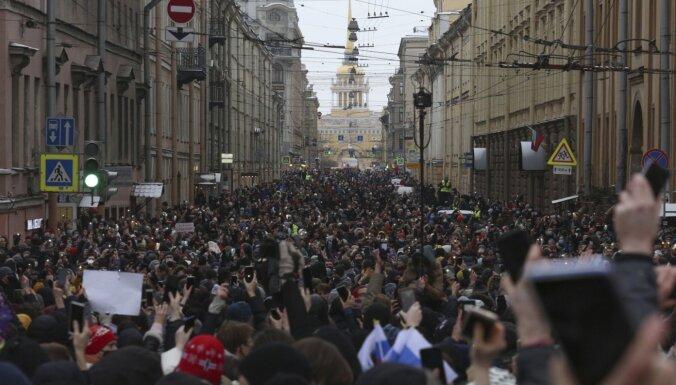 Krievijas skolās audzinātāji ar jauniešiem runās par protestiem
