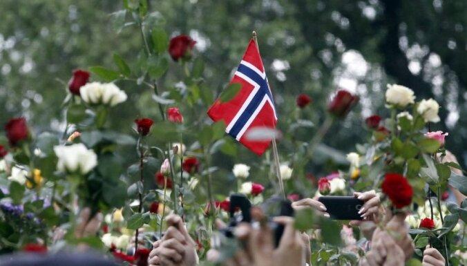 Norvēģijas partijas izsludina priekšvēlēšanu kampaņas moratoriju