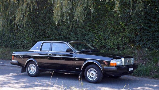 Izsolē Šveicē pārdos Deividam Bovijam piederējušu 'Volvo 262C'