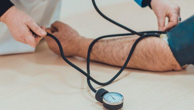 Kāju vēnu saslimšanas: izpausmes, ārstēšana un izplatītākie ārstniecības mīti