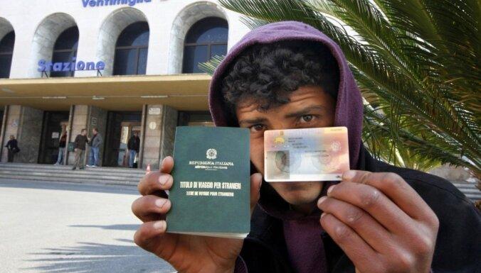 Беженцы смогут получить гражданство Латвии не раньше, чем через десять лет