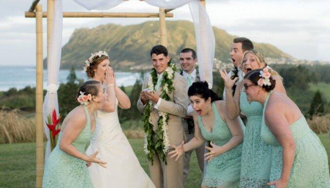 Foto: Obamas golfa spēles dēļ ASV virsnieki pārceļ savas kāzas
