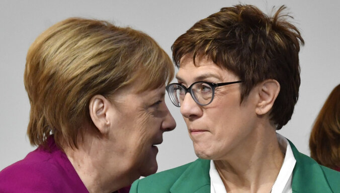 Протеже Меркель отказалась от борьбы за пост канцлера ФРГ