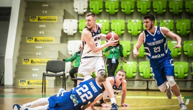 Mejerim deviņi punkti 'Parma' uzvarā pār VTB līgas līderi