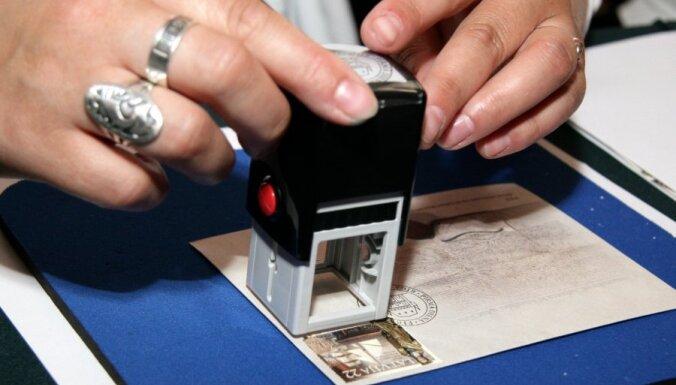 Lata nomināla pastmarkas pret eiro nomināla pastmarkām mainīs pusgadu; maiņa notiks vienā pasta nodaļā