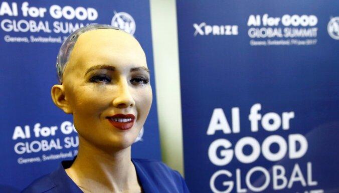 Робот София пообещала пощадить людей и нахмурилась