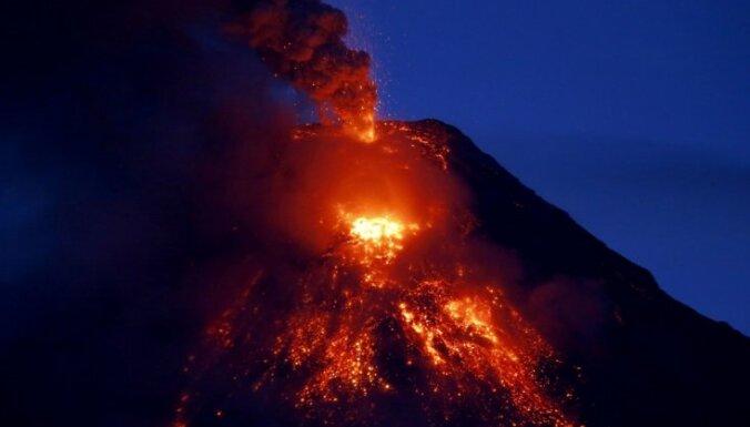 В Конго извергается вулкан Ньирагонго. Тысячи людей спасаются бегством