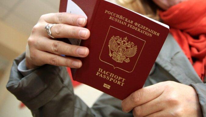Жителям Донбасса начали выдавать российские паспорта — после присяги и сдачи отпечатков пальцев