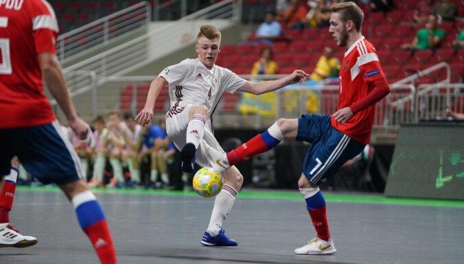Latvijas U-19 telpu futbolisti gūst pirmos vārtus Eiropas čempionātā, bet 'play-off' netiek