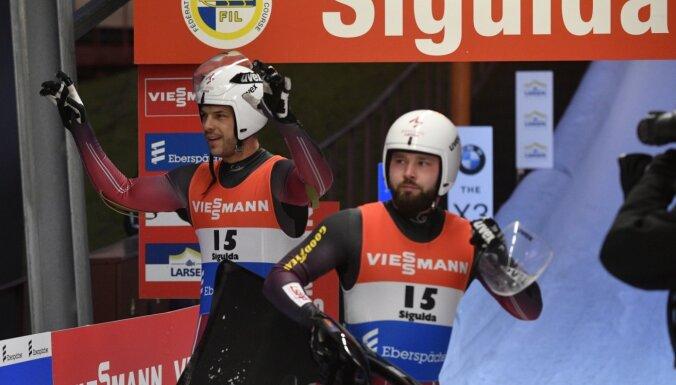 Latvijas divnieku ekipāžām kamaniņu sportā dubultuzvara Sprinta kausā Siguldā