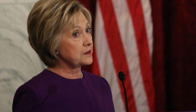 Klintone apmeklēs Trampa inaugurāciju