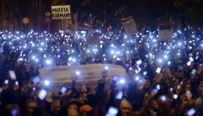 Венгерские власти отложили введение налога на интернет