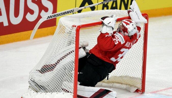 Kanādas hokejisti Ziemeļamerikas derbijā kapitulē ASV un PČ turpina bez uzvarām