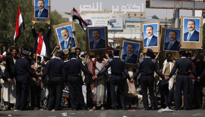 Jemenā policijas un protestētāju sadursmēs gājuši bojā četri cilvēki