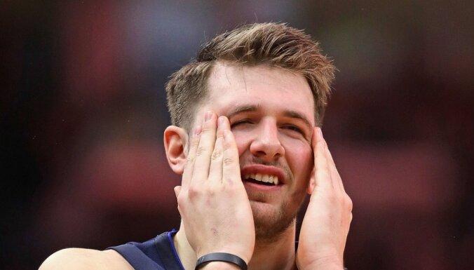 'Mavericks' bez Porziņģa piekāpjas 'Bulls'; Dončičs no centra gandrīz izrauj uzvaru