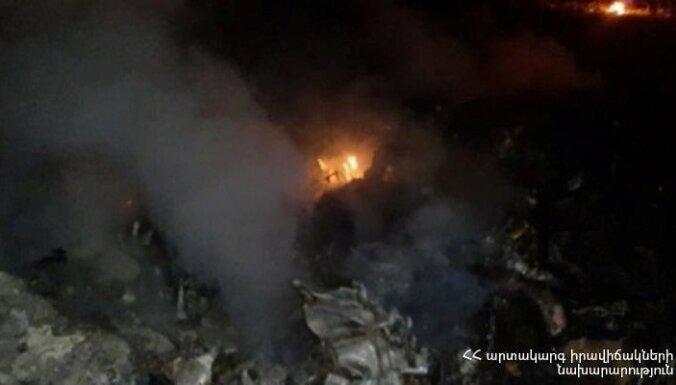 Armēnijā notriekts Krievijas militārais helikopters, divi apkalpes locekļi gājuši bojā