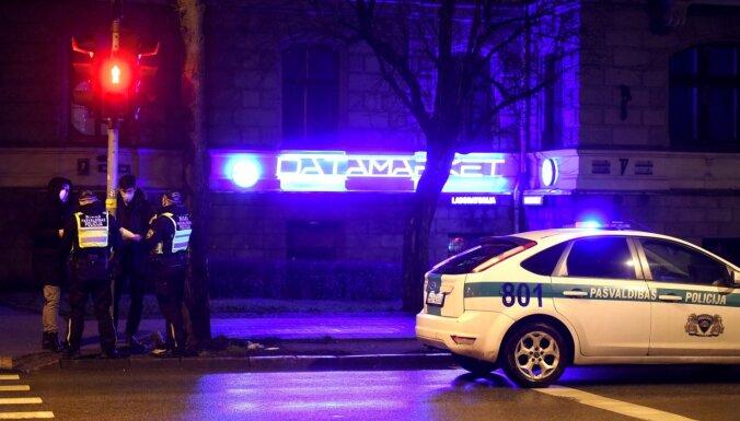 Konditorejas veikala apzadzējam policija komandantstundas laikā piemēro 1500 eiro sodu