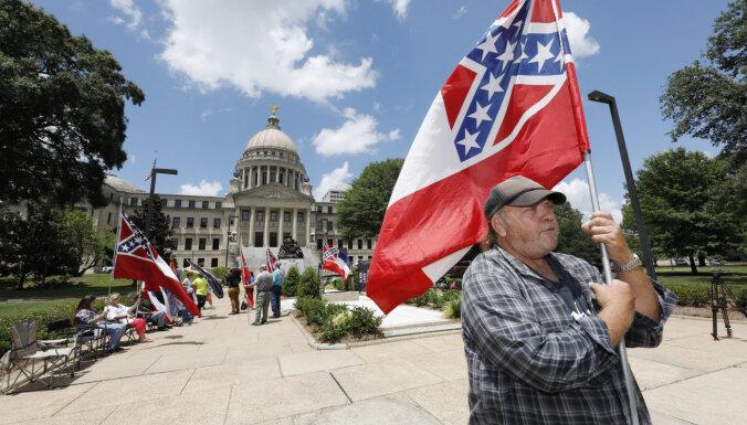 Republikāņu kontrolētajā Misisipi štatā atsakās no pretrunīgā karoga