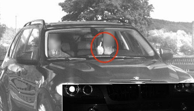 За средний палец фоторадару водитель в Германии получил штраф 1500 евро
