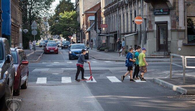 Rīgas reģionā negadījumos cietuši pieci bērni; aicina atgādināt ķipariem satiksmes noteikumus